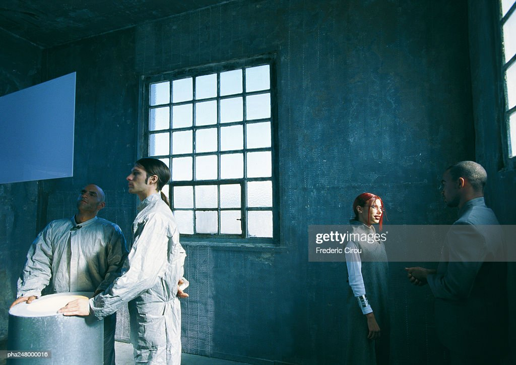 Group of people standing in a room : Stockfoto
