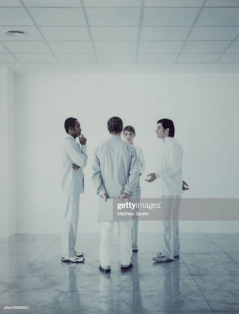 Group of people talking : Stockfoto