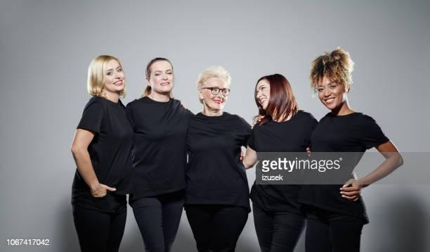 group of powerful women - preconceito racial imagens e fotografias de stock