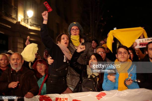 A group of proindependence demonstrators protest hitting pots with the Catalan independence flag Hundreds of Catalan independence supporters blocked...