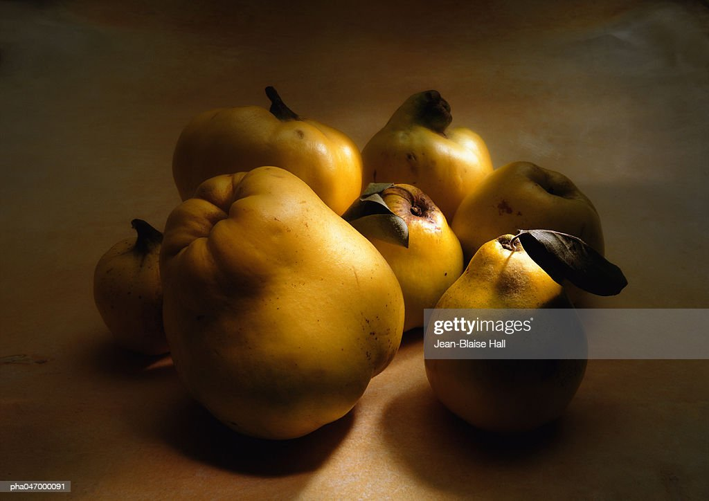 Group of quinces of different sizes, close-up : Stockfoto