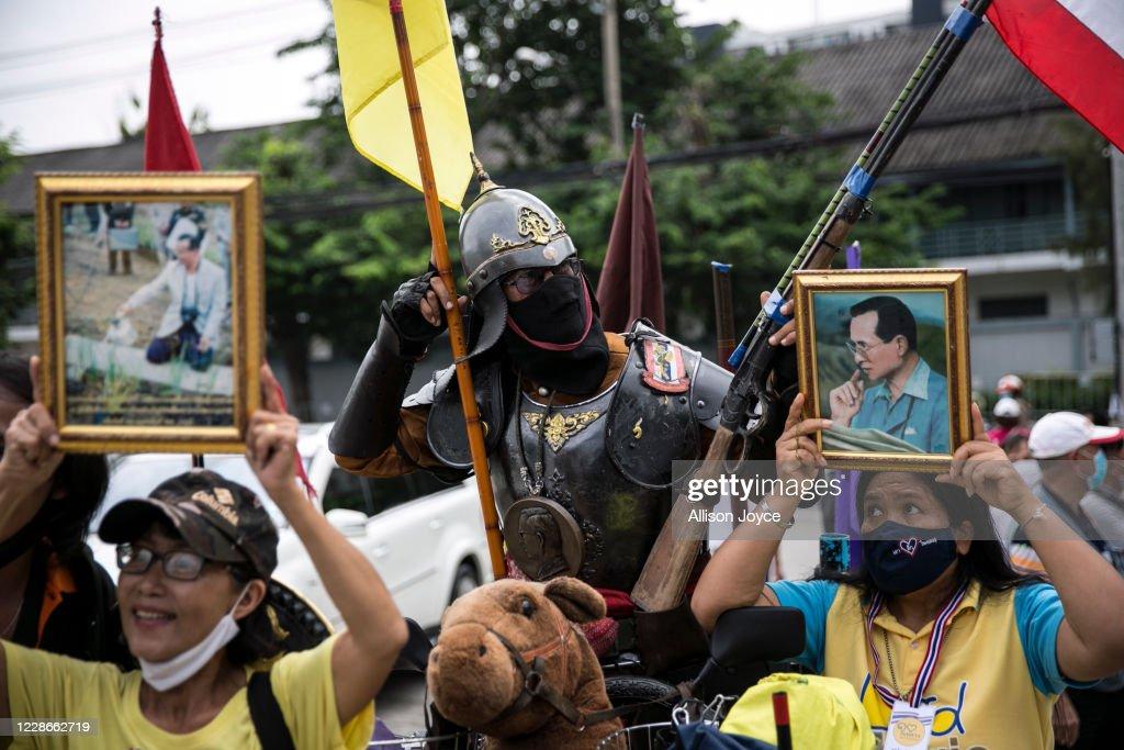 Pro-Democracy Activist And Thai Royalists Protest In Bangkok : News Photo