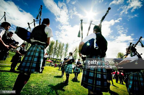 Group of Scottish pipers on a sunny day.