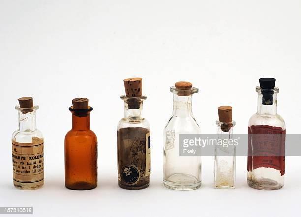 Gruppe von kleinen vintage-transparente Medizin-Flaschen.