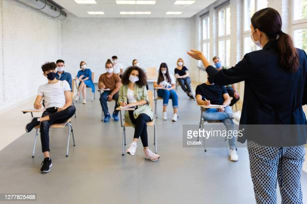 group of students at lecture during coronavirus pandemic - classroom stock pictures, royalty-free photos & images