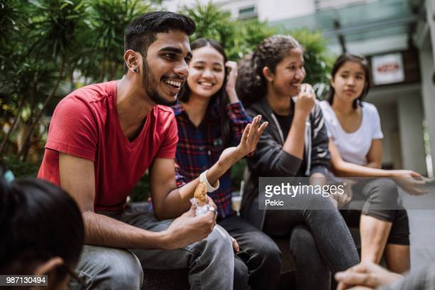 group of students joking and getting to know each other - studentessa foto e immagini stock