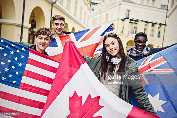 group of students with flags of english language countries - bandiera inglese foto e immagini stock