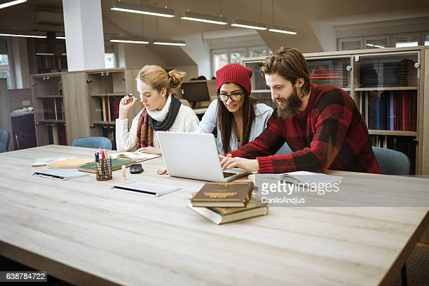 group of students working and doing research togheter