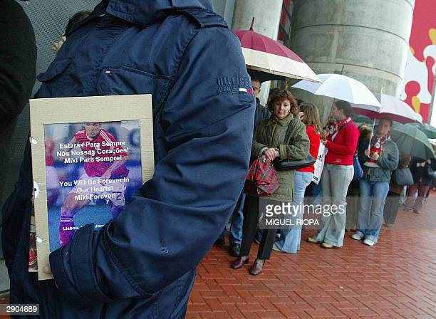 A group of supporters await in row to visit the funeral chapel of Benfica's hungarian player Miklos Feher at the Luz Stadium of Lisbon 27 January...