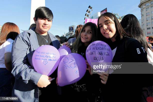 A group of teenage TBS fans gathered at the Obelisco to ask that their band come to play in Buenos Aires Argentina on 8 June 2019
