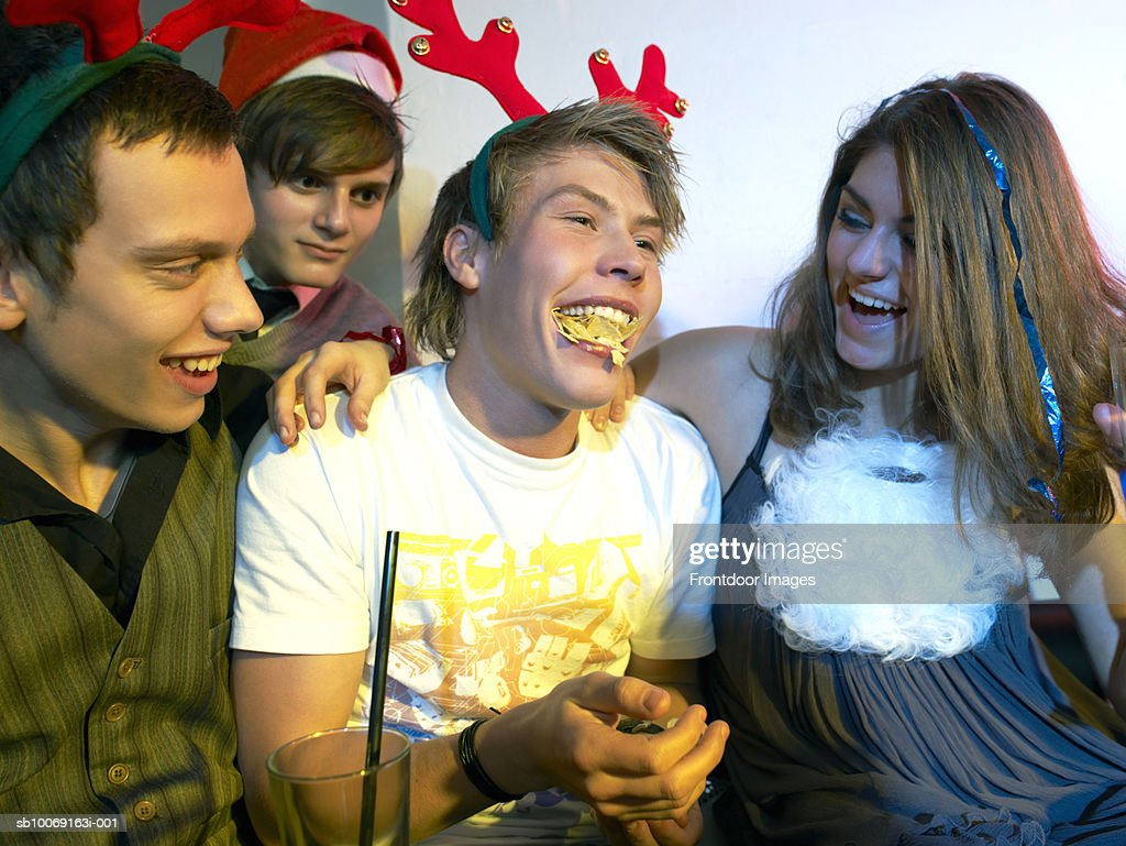 Group of teenagers (16-19) at party : Stockfoto