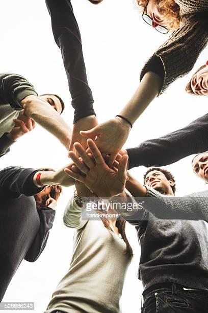 Gruppo di adolescenti di volontariato