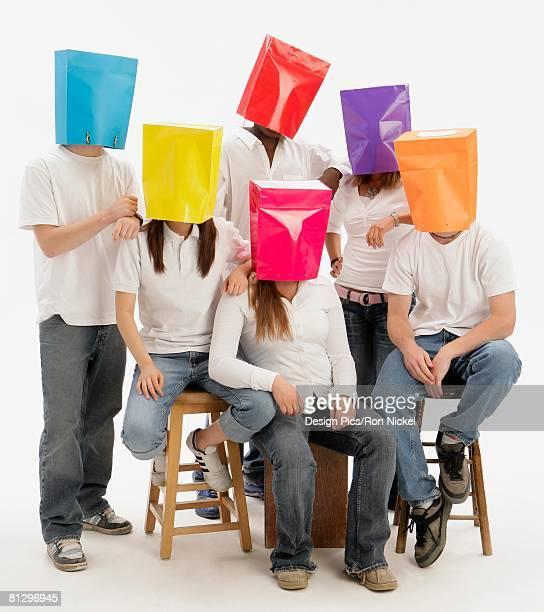 group of teens with color blindness - daltonismo fotografías e imágenes de stock