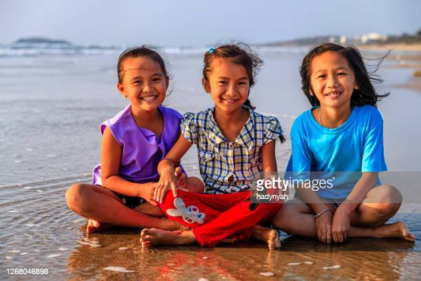 group of vietnamese girls on the beach, vietnam - vietnamese culture stock pictures, royalty-free photos & images
