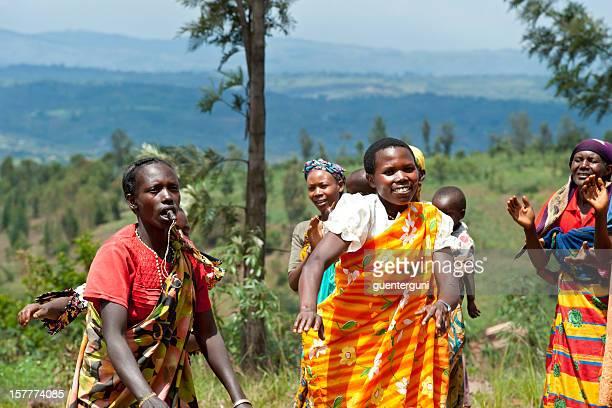 Gruppe von Frauen, die Durchführung einer traditionellen Tanz, Burundi, Afrika