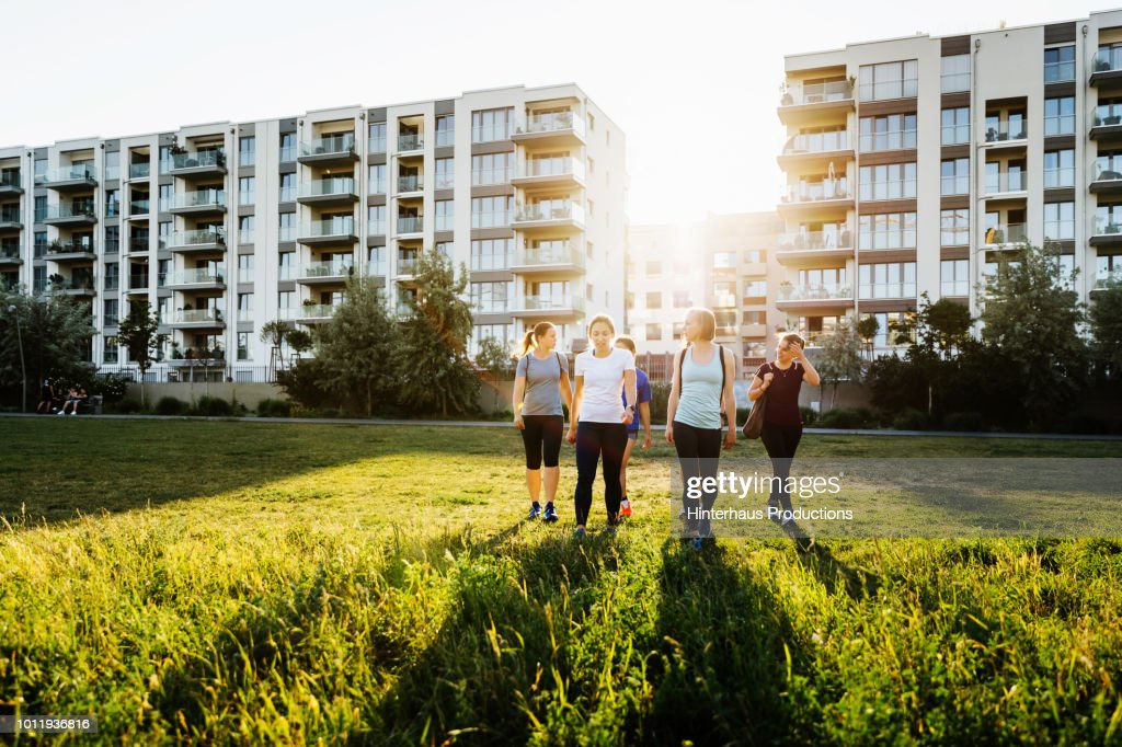 Group Of Women Meeting Up For Jog : Stock Photo