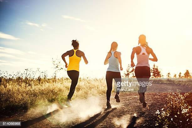 Gruppe von Frauen Laufen im Freien