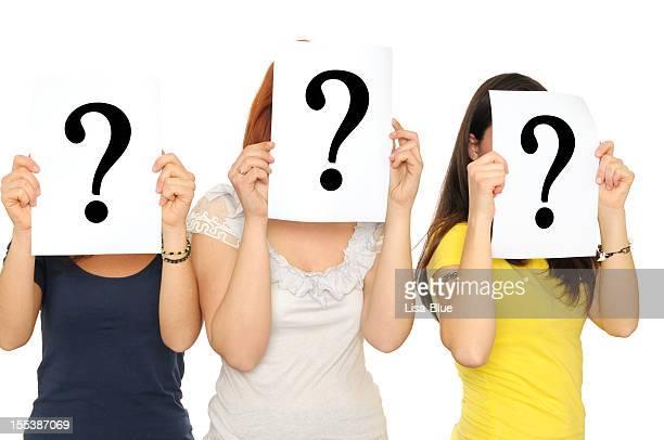 Gruppe von Frauen, die Fragezeichen-Zeichen