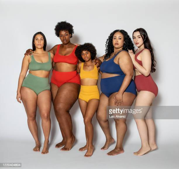 group of women with different body type in underwear - large group of people photos et images de collection