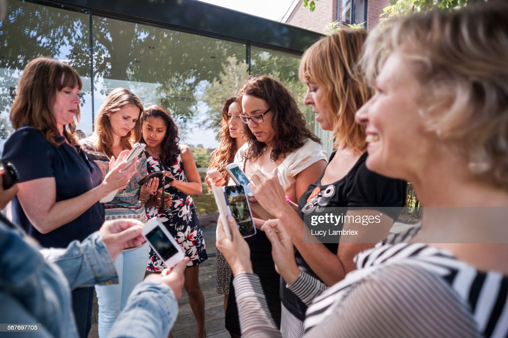 Group of women with their smartphones : Stockfoto