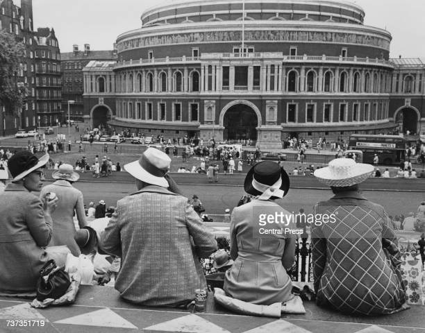 Group of Women's Institute members having their lunch break opposite the Royal Albert Hall, on the steps of the Albert Memorial, South Kensington,...