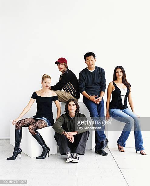 group of young adults sitting in studio, portrait - fünf personen stock-fotos und bilder