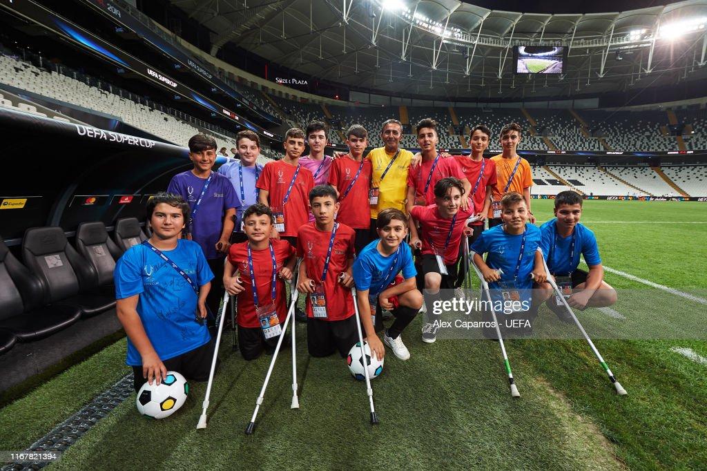 Liverpool v Chelsea: UEFA Super Cup Previews : Photo d'actualité