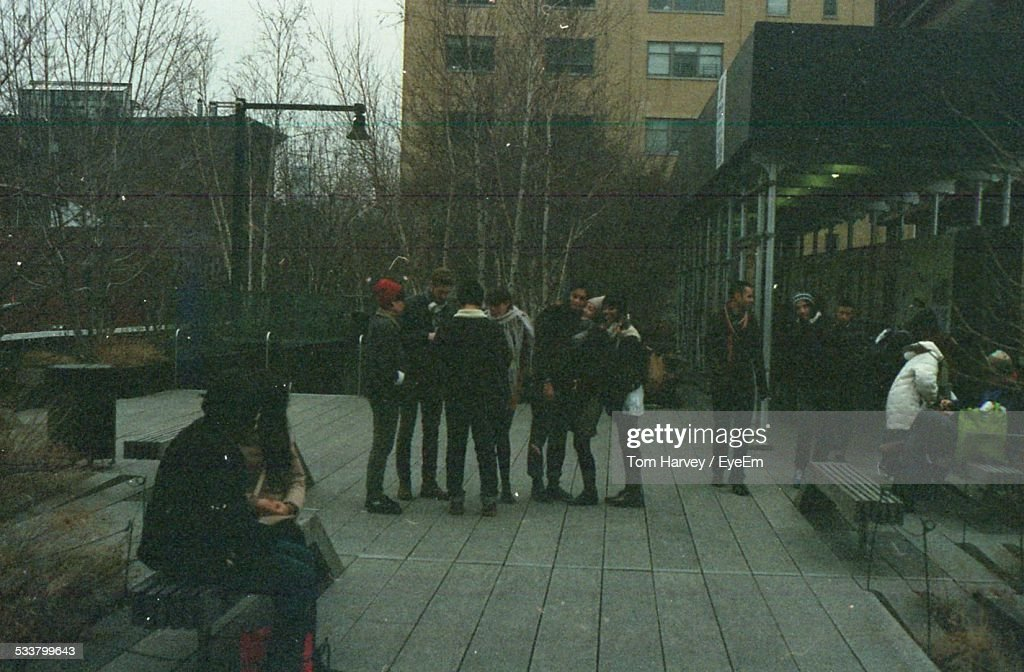 Group Of Young People Outdoors : Foto stock