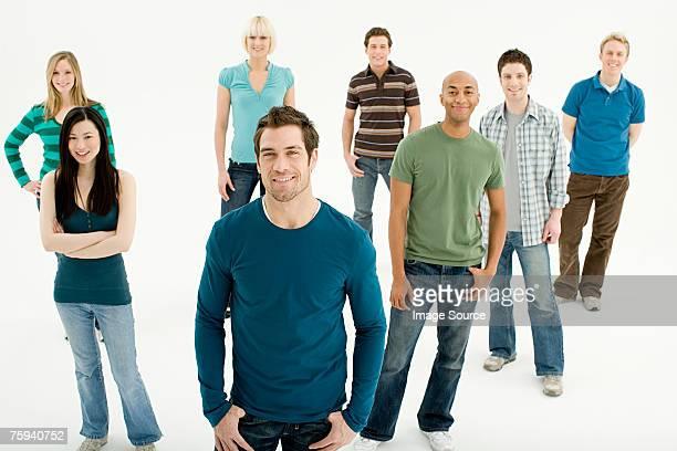 groupe de jeunes - groupe moyen de personnes photos et images de collection
