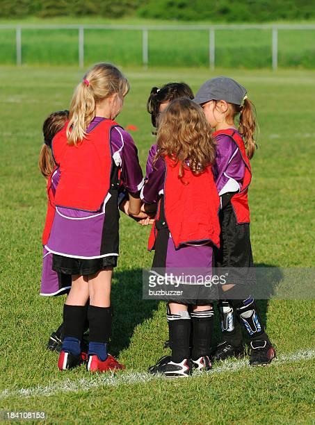 Groupe de jeunes joueurs de football