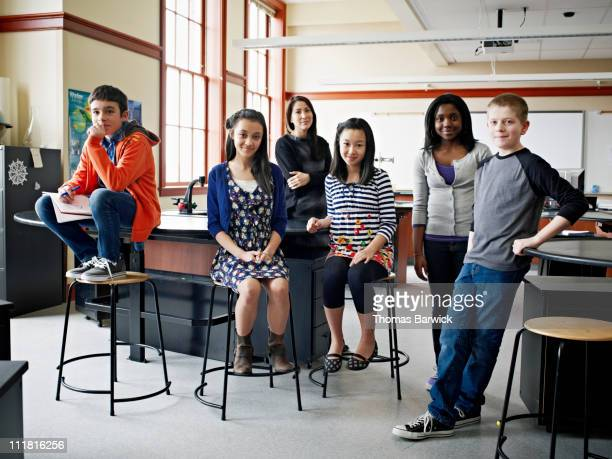 group of young students with teacher in classroom - 14 15 jahre stock-fotos und bilder