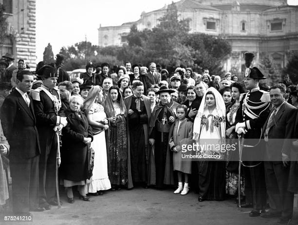 Group photo of people at the Vatican for a Mexican pilgrimage 1949