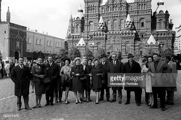 Group photo of the members of the Company of the Teatro alla Scala behind them the Kremlin Moscow September 1964