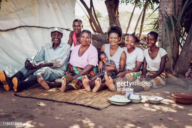 group portrait of a multi generation african village family - villaggio foto e immagini stock