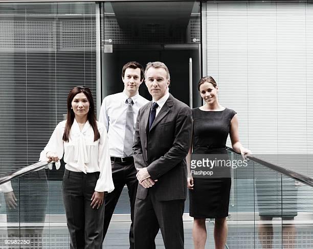 group portrait of business people - quatre personnes photos et images de collection