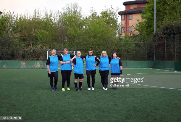 group portrait of female football players smiling - menopossibilities stock pictures, royalty-free photos & images