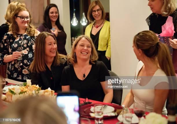 "group portrait of women of all generations celebrating birthday. - ""martine doucet"" or martinedoucet - fotografias e filmes do acervo"