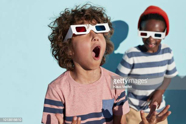 group shot of cool kids wearing 3-d glasses while playing and posing - emoção positiva imagens e fotografias de stock