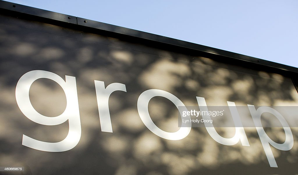 'Group ' sign with dappled light : Stockfoto