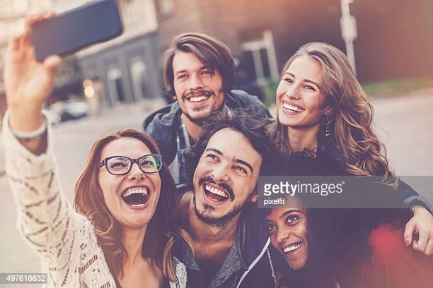Groupf von Freunden, die selfie