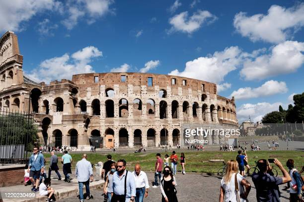 Groups of tourist in front of the Colosseo in Roma after the lockdown of the nation due to the Covid-19 outbreak, Roma, 14th June, Italy. All the...