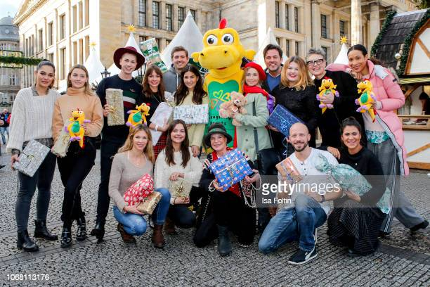 Groupshot with German actress and video influencer Nilam Farooq infleuncer Evelyn Konrad influencer Maximilian Seitz German actress Nina Gnaedig...