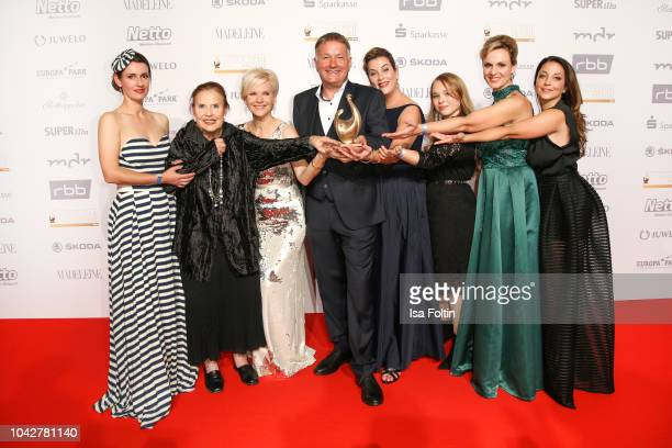 Groupshot with some members of the cast of the TV serie 'In aller Freundschaft' during the Goldene Henne winners board photo call on September 28,...