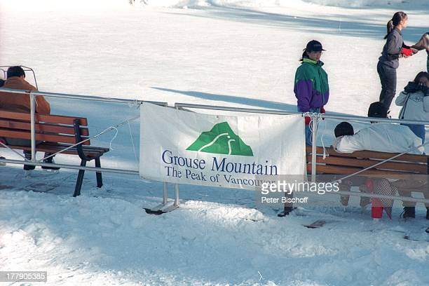 Grouse Mountain The Peak of Vancouver Schlittschuh See Squamish bei Vancouver Kanada Nordamerika Amerika Winter Schlittschuhlaufen Schnee Logo Reise...