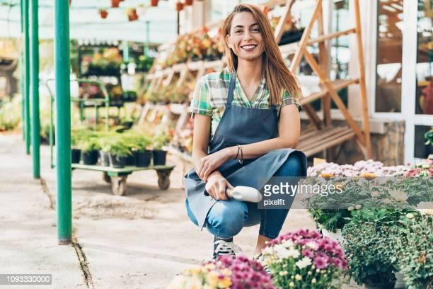 Wachsende Blumen mit Liebe und Sorgfalt