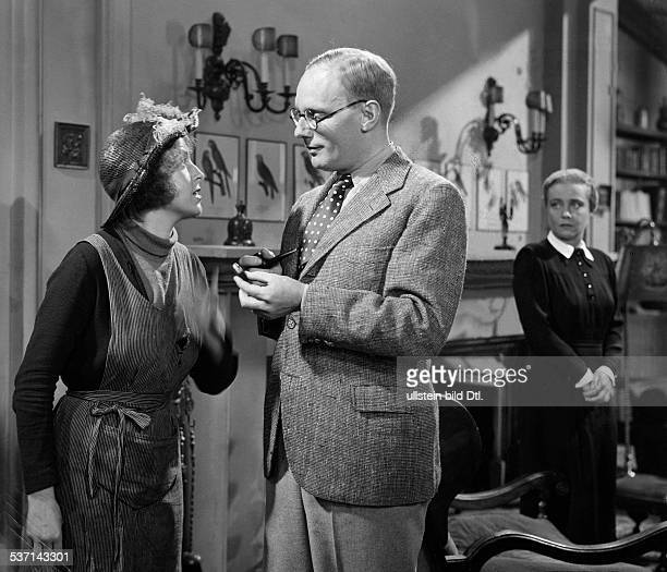 Gruendgens Gustaf Actor Director Germany Scene from the movie 'Pygmalion'' with Jenny Jugo and Kaethe Haack Film based on the theatre play by GB Shaw...