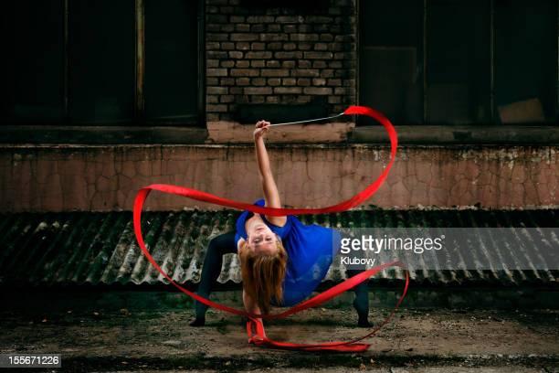 grunge rhythmische sportgymnastik-band dance - rhythmic gymnastics stock-fotos und bilder