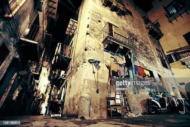 Grungy der Backstreet in Italien