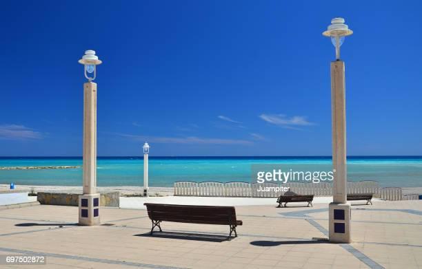 grupo de farolas y bancos en la playa de altea. alicante - altea stock photos and pictures