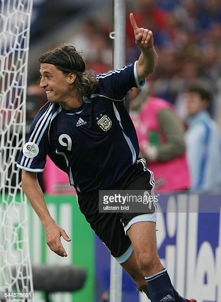 Gruppe C, Argentinien - Serbien und Montenegro 6:0, Gelsenkirchen: Jubel bei Argentiniens Hernan Crespo nach seinem Tor zum 4:0 Tor